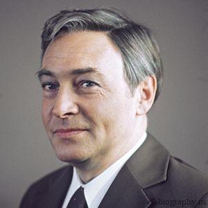 Биография Вячеслав Тихонов